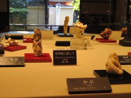 Netsuke Display Stand Netsuke Accoutrements That Have Become Art Japan Today 74