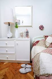 how to arrange a small bedroom 16 lovely furniture apartmentguide