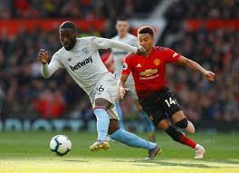 West ham have done well tonight to make united play out wide, other than that one moment where united's classy ball players were able to man united are not impressing at all. Man Utd 2 1 West Ham As It Happened Paul Pogba Penalty Double Sends Man Utd Above Arsenal Football Sport Express Co Uk