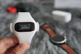 Trên tay] Wearbuds - Vòng đeo tay sức khỏe kiêm hộp sạc tai nghe True  wireless độc đáo