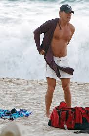 bruce springs shows off impressive abs at the beach in australia