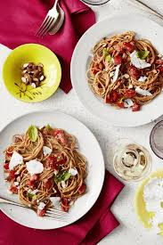 Good Housekeeping Light And Healthy Recipes Spaghetti With No Cook Heirloom Tomato Sauce