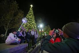 Napa Christmas Tree Lighting Downtown Christmas Tree Comes Alight As Napa Celebrates