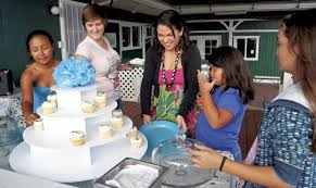 Making the world sweet, one cupcake at a time   The Garden Island