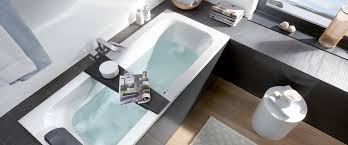 small bathroom with bathtub loop and friends