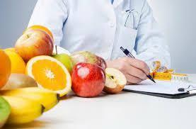 Resultado de imagen de imagenes de un dr fisioterapeuta comiendo fruta
