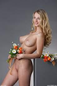 Carisha Kestrel Tits Blonde Flowers Naked Femjoy 15