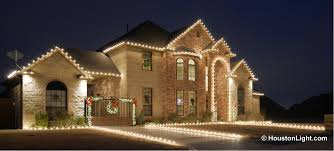 lighting gallery roof perimeter and archway outlined in traditional clear bulbs