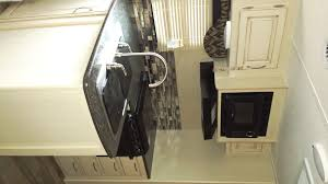 L Kitchen Winnebago Minnie Winnie 2455bhs 2017 Price Slashed Goodtimes