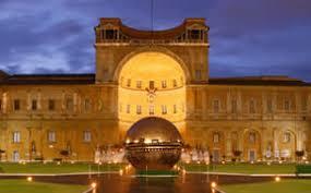 Risultati immagini per vatican museum di notte