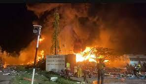 ไฟไหม้โรงงานกิ่งแก้ว 21 อันตรายสุด นอภ.บางพลีประกาศฉุกเฉิน หวั่นระเบิดซ้ำ