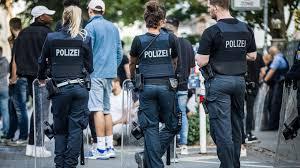 Germania: accoltella passeggeri sul bus a Lubecca, 12 feriti