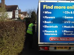 tesco delivery no space between van and ly hedge