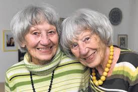 Verwechselt wurden sie selten: Inge Lüers (links) und <b>Lore Schmidt</b> <b>...</b> - Der-doppelte-90.-Geburtstag_ArtikelQuer