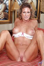 Mature Naked Woman With Freckles Pics And Galleries
