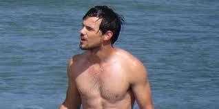 Presume Taylor Lautner presume cuerpazo en playas mexicanas - Revista ...