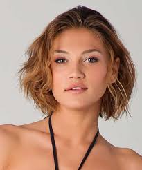 short hairstyles for round face and wavy