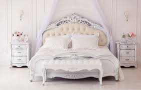 Quartos standards e acolhedores com cama de casal ou cama twin. Cama Vitoriana Sonho De Rainha Westwing