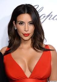kim kardashian has brought back hollywood glamour to the red carpet with the clic red lips cat s eye makeup made clical with that now famous