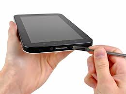 samsung 0168 tablet. use the flat end of a metal spudger to pry two plastic tabs near samsung 0168 tablet