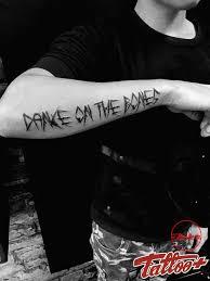 тату надпись танцуй на костях Tattoo владивосток Font Tattoo