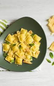 Ravioli 4 Käse, Minze und knusprigem Parmesan |