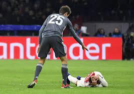 Em jogo com 'voadora' de Müller, Bayern e Ajax empatam na Holanda -  Band.com.br