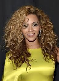 Tohle Nenoste účesy A Barvy Vlasů Které Vám Přidají 10 Let Navíc