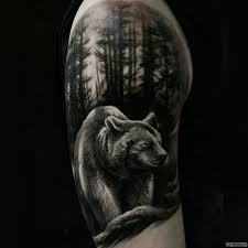 медведь в лесу тату на плече у парня добавлено иван вишневский