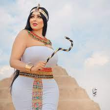 ألبوم كامل: سلمى الشيمي بإطلالة مثيرة وخادشة للحياء في الأهرامات تثير مواقع  التواصل - موقع الغنى