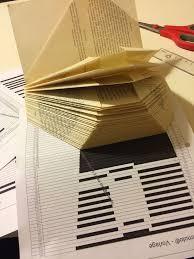 Hier findet ihr vorlagen mit zahlen zum ausdrucken. Eine Einfach Erklarte Anleitung Zum Bucher Falten Ein Herz Mit Namen In Ein Altes Buch Falten So Bucher Falten Vorlage Bucher Falten Anleitung Bucher Falten