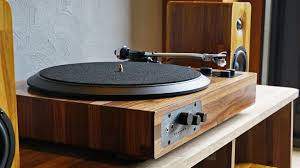 Enjoy all your vinyl records AND online playlists: Minfort's wooden  turntable is the perfect mix