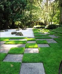 japanese gravel garden with a distinct pattern