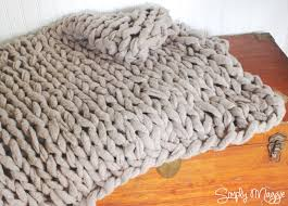 How To Knit A Rug How To Arm Knit A Blanket In 45 Minutes With Simply Maggie Youtube