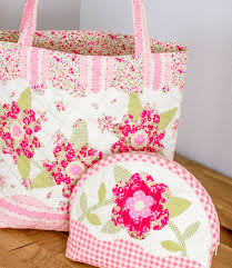 Sweet Quilted Tote {free sewing tutorial} — SewCanShe | Free ... & This free pattern is included in my Ultimate List of Fast and Easy Tote Bags  to Sew. Check it out.} Adamdwight.com