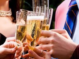 Картинки по запросу фото шампанского в руке