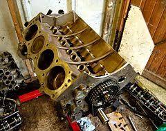 Блок цилиндров Википедия Алюминиевый блок двигателя rover v8 с установленными в него чугунными мокрыми гильзами с верхней фиксацией