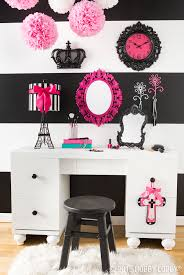 Paris Themed Girls Bedroom Love Black And Pink Oui Oui Decorate Your Space With A Flair For