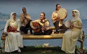 Marawis adalah salah satu jenis band tepuk dengan perkusi sebagai alat musik utamanya. Apa Yang Dimaksud Dengan Marawis Seni Musik Dictio Community