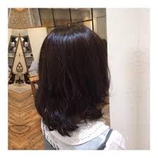 自分に似合う髪色は今人気のヘアカラーで透明感を手に入れよう