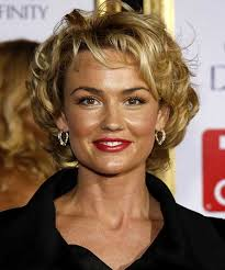 older women short curly hairstyle for round faces