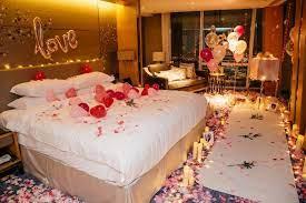 man turns hotel room into fairytale