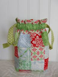 9 Quick Quilted Gifts to Make in a Flash & Scrappy Patchwork Gift Bag Adamdwight.com