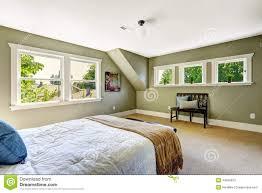 Schlafzimmer Mit Grünen Wänden Und Gewölbter Decke Stockbild Bild