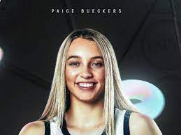 Paige Bueckers adds another award ...