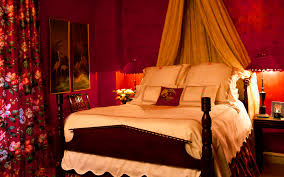 Red Wallpaper For Bedroom A Bedroom In Shades Of Red Wallpapers And Images Wallpapers