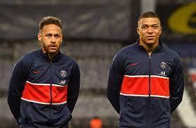 Mbappé en Bakker op de bank: check hier de opstellingen van Manchester City  & PSG