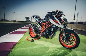 2018 ktm 1290 super duke r. modren 2018 2017 ktm super duke r with race kit test in 2018 ktm 1290 super duke r s
