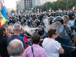 """Nu se pulverizeaza substanta direct in fata adversarului"""". Iata ce spun chiar manualele Jandarmeriei - Aktual24"""