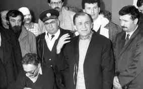 """REVOLUŢIE 30: Evenimentele din 23-31 decembrie 1989 de la Bucureşti şi din alte oraşe ale ţării: Atacul """"teroriștilor"""", primele colinde la radio și tv, procesul Ceaușeștilor"""